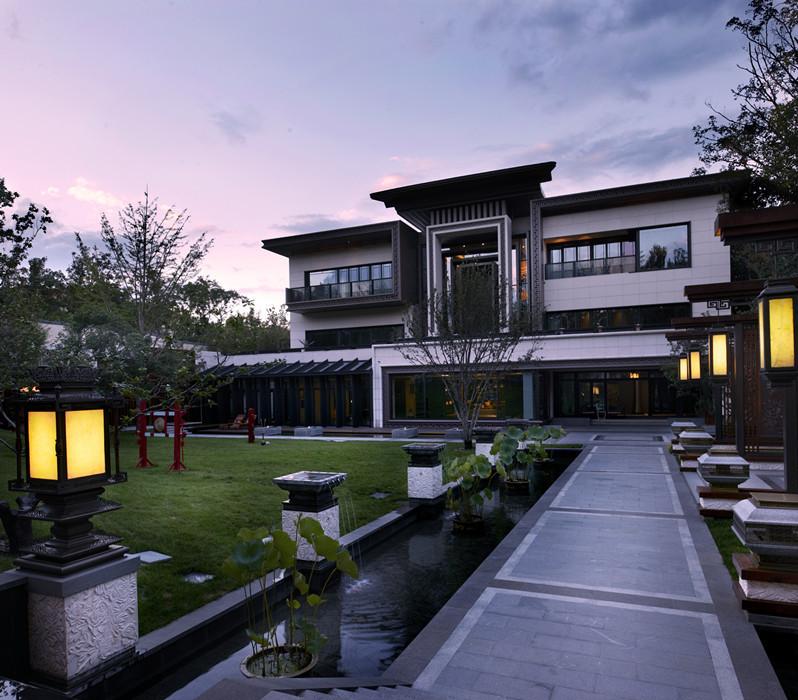 新中式水景的形式主要为自然水景,庭院水景及装饰水景等. 1.2.图片