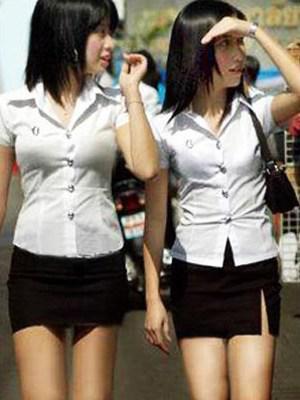 全球校服展:日本短 泰国紧 竖
