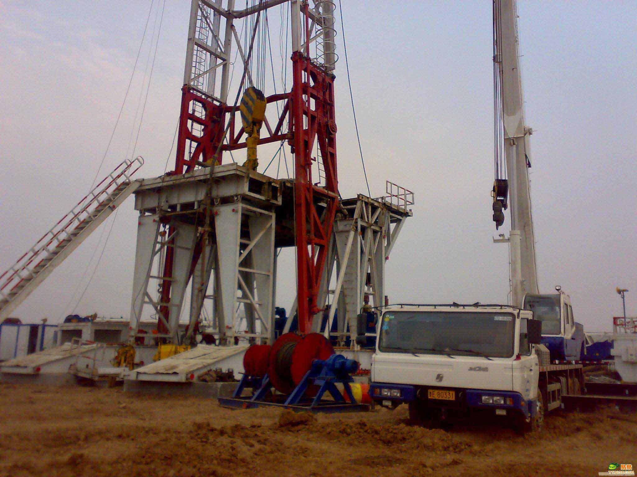 在新疆油田的作业情况表明:在钻深5500米前,9000米四单根立柱钻机比