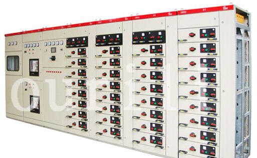 开关柜是指按一定的线路方案将一次设备、二次设备组装而成的成套配电装置,是用来对线路、设备实施控制、保护的,分固定式和手车式,而按进出线电压等级又可以分高压开关柜(固定式和手车式)和低压开关柜(固定式和抽屉式)。开关柜的结构大体类似,主要分为母线室、断路器室、二次控制室(仪表室)、馈线室,各室之间一般有钢板隔离。       内部元器件包括:母线(汇流排)、断路器、常规继电器、综合继电保护装置、计量仪表、隔离刀、指示灯、接地刀等。从应用角度划分:      (1)进线柜:又叫受电柜,是用来从电网上接受电