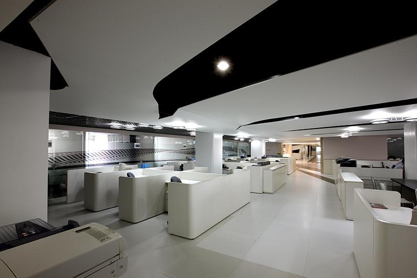 现代简约办公室装修设计在设计风格上是